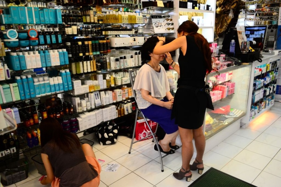 A client receives a makeover from Lioele