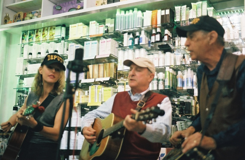 Live bluegrass music in Manhattan